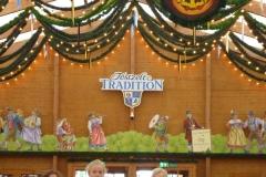 9_Festzelt_Tradition