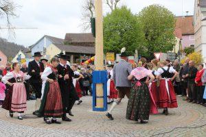 Tanz um den Maibaum in Kipfenberg